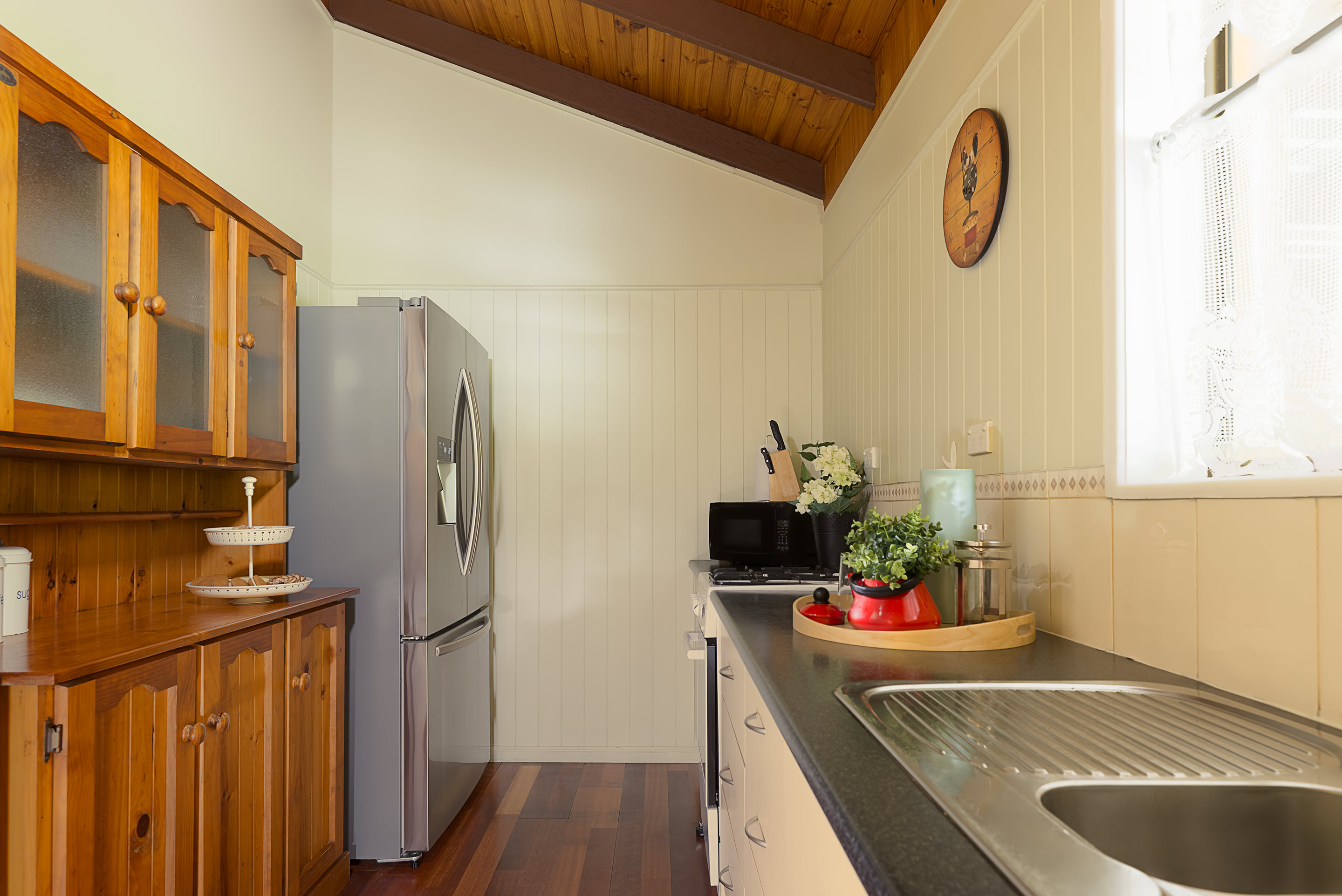 Jacaranda_Cottages_Maleny_Cathedral_Kitchen