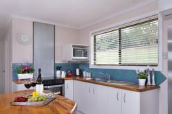 Jacaranda_Cottages_Maleny_Holiday_House_Kitchen