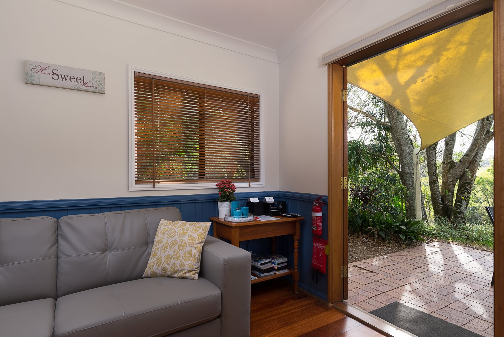 Jacaranda_Cottages_Maleny_Whipbird_Living