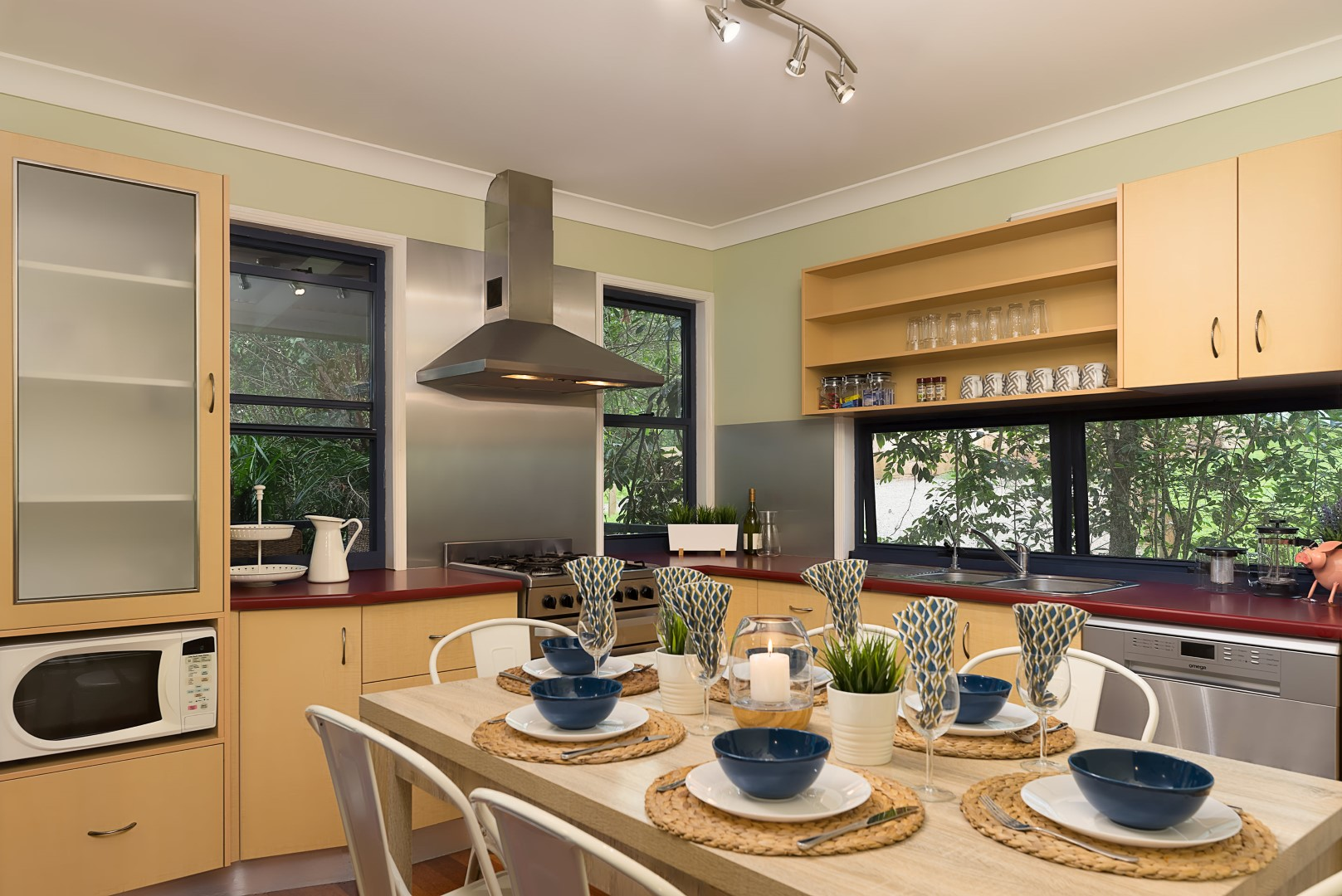 Jacaranda_Cottages_Maleny_Chalet_Dining