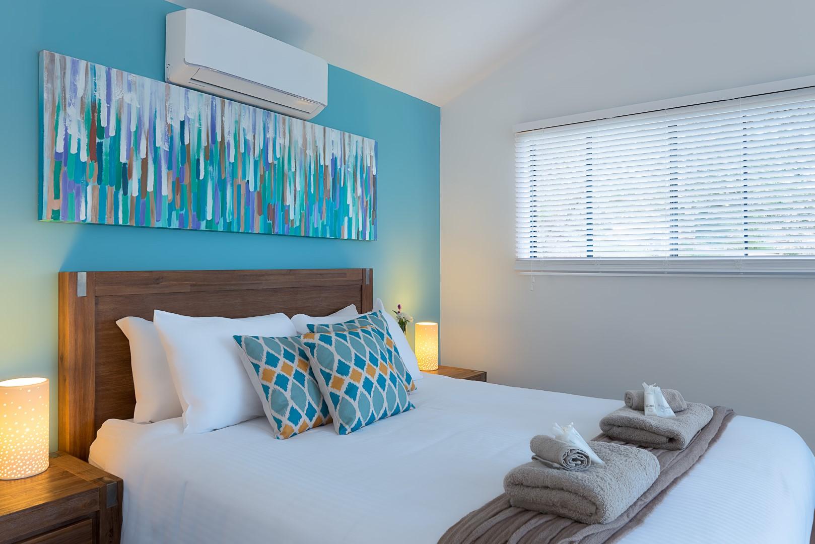 Jacaranda_Cottages_Maleny_Lodge_Bedroom_1