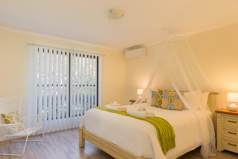 Jacaranda_Cottages_Maleny_Farmhouse_Bedroom_1