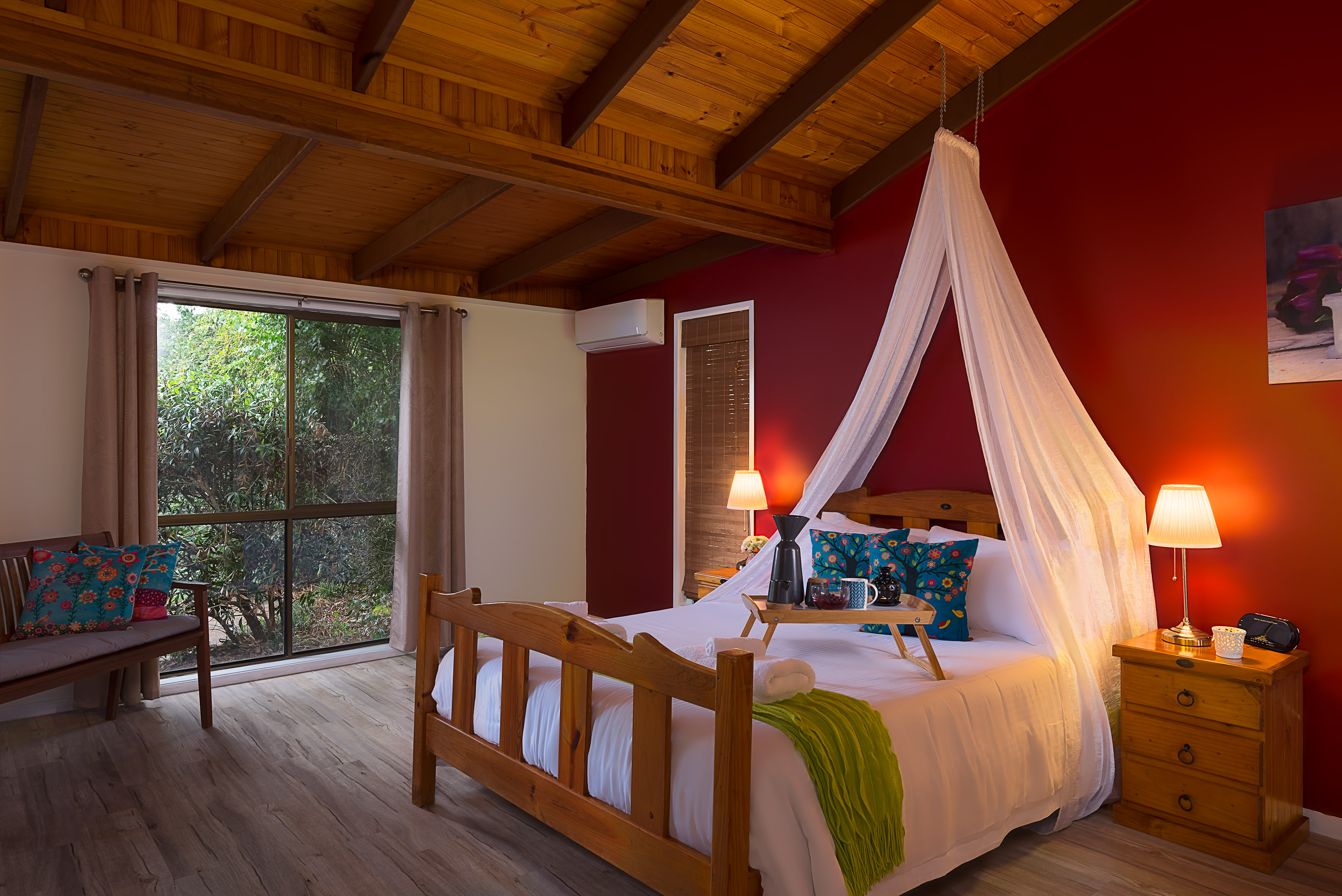 Jacaranda_Cottages_Maleny_Cathedral_Master_Bedroom