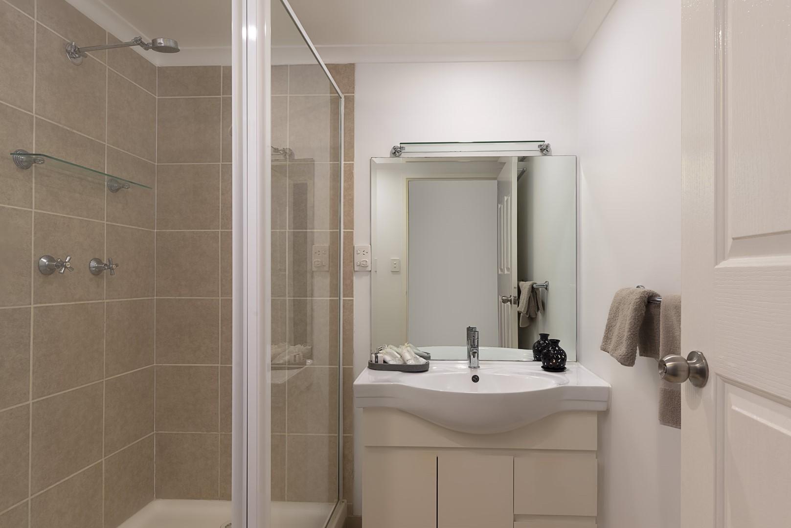 Jacaranda_Cottages_Maleny_Lodge_Bathroom