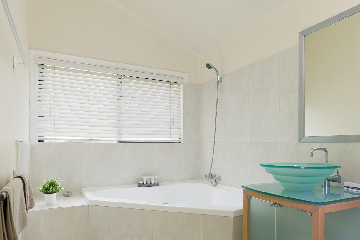 Jacaranda_Cottages_Maleny_Bunya_Spa_Bath