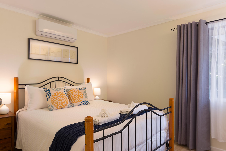 Jacaranda_Cottages_Maleny_Farmhouse_Bedroom_2