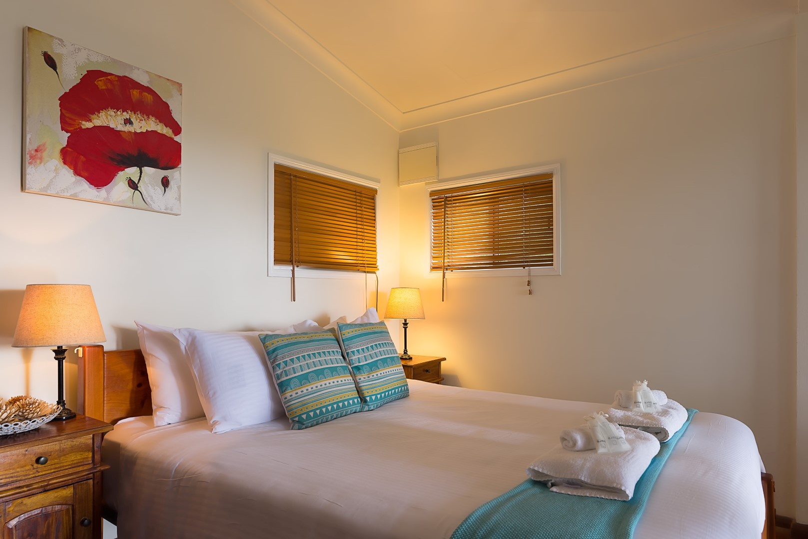 Jacaranda_Cottages_Maleny_Whipbird_Bedroom