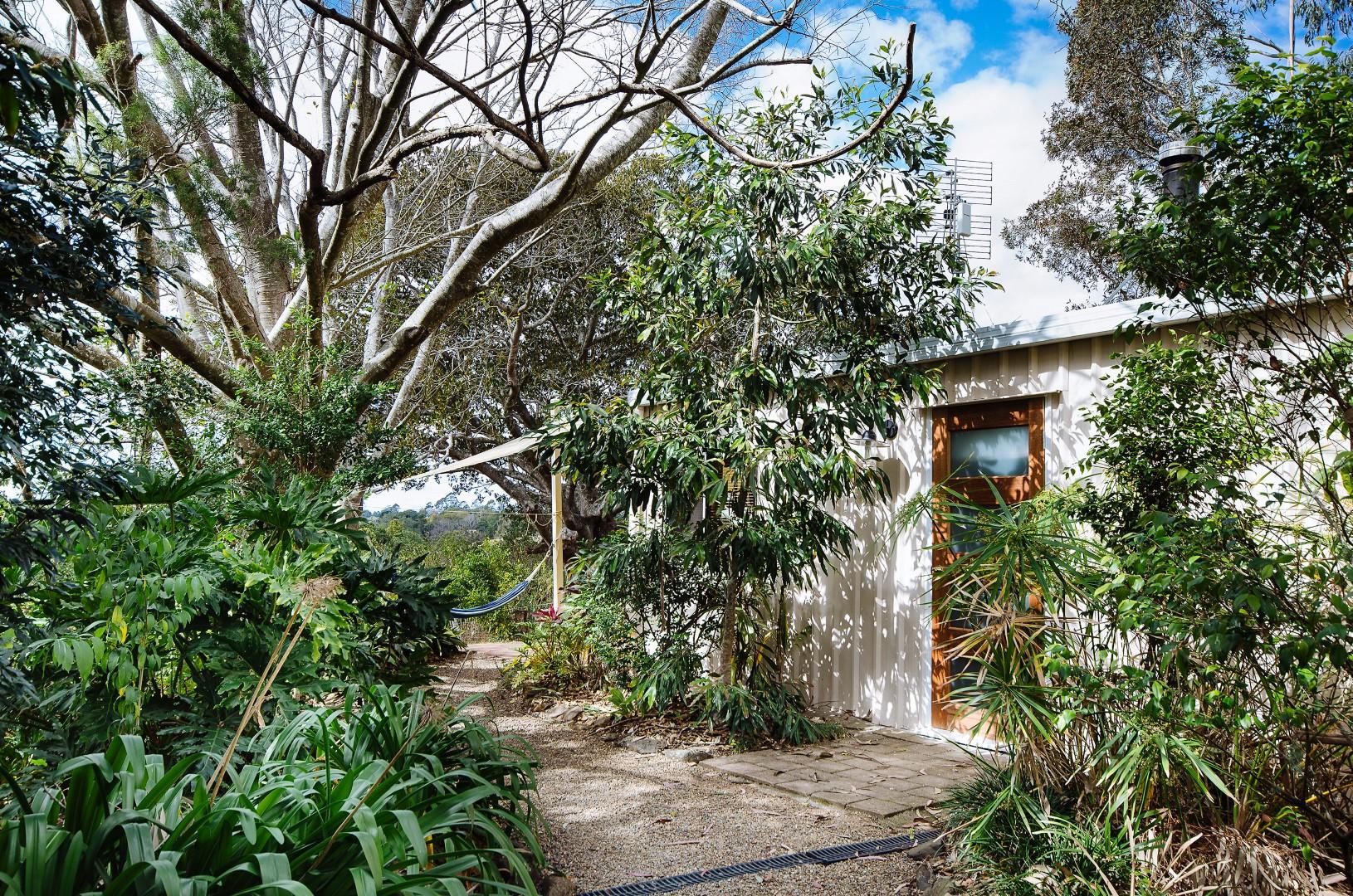 Jacaranda_Cottages_Maleny_Whipbird_Exterior