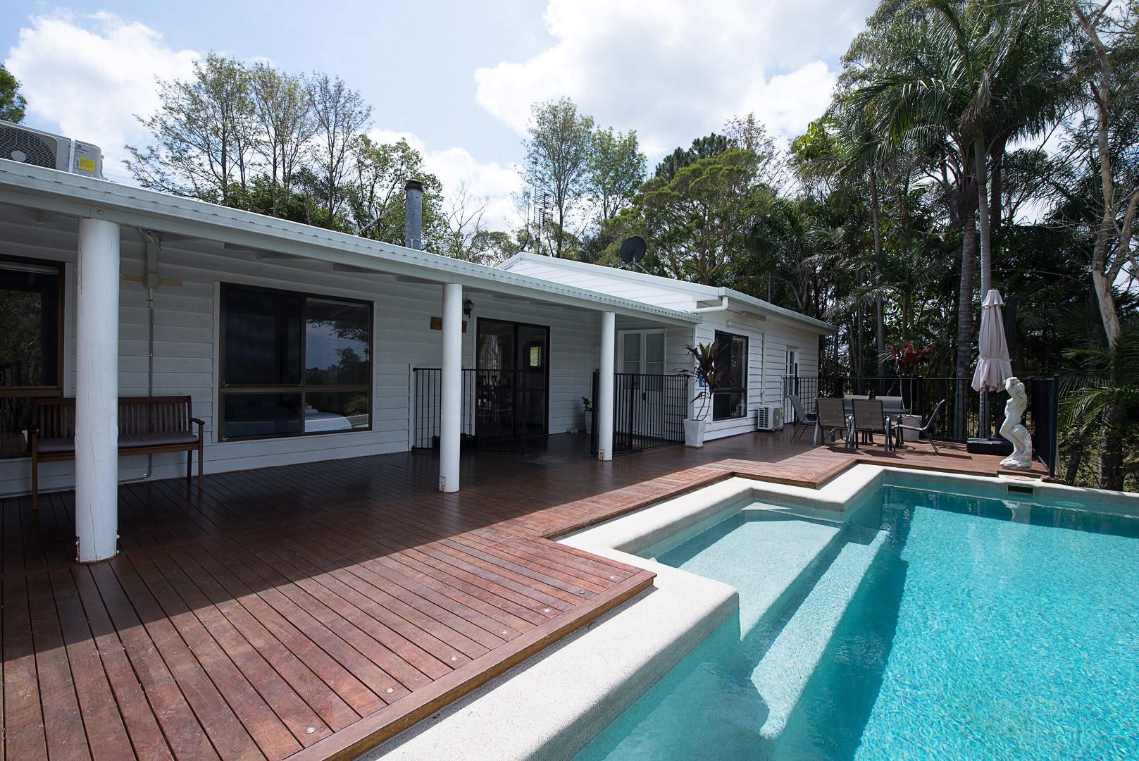 Jacaranda_Cottages_Maleny_Holiday_House_Pool_Deck