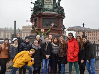 Школьники из Челябинска провели каникулы в Санкт-Петербурге.