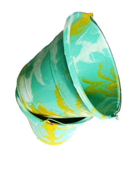 plastic emmer aqua/geel