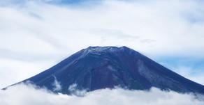 富士山を新幹線から狙うカメラ女子♪