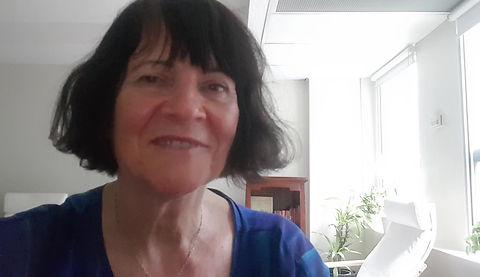 Joanna Malinowska, professeur d'auto-hypnose, présente de véritables cours d'auto-hypnose active et d'auto-hypnose.