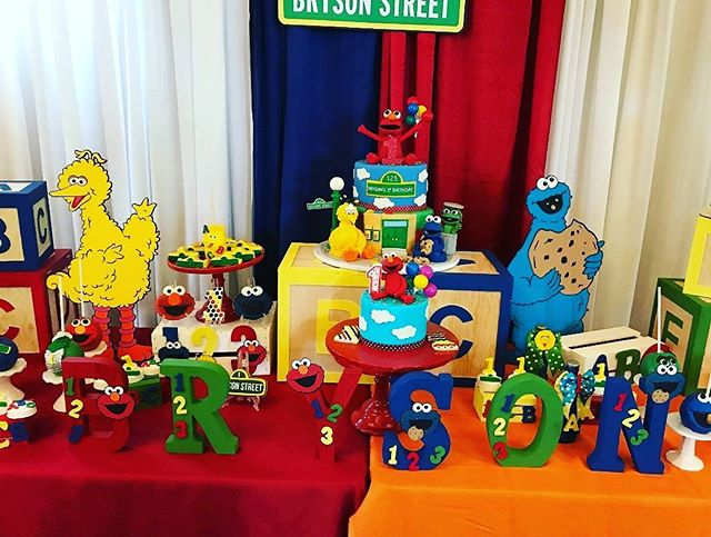 Sesame Street 1st Birthday #edibleart #thecakeplaceavon  #birthdaycakes #sesamestreet