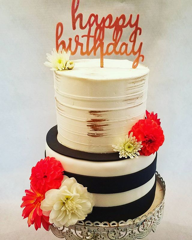 Happy 30th Birthday! #edibleart #thecakeplaceavon #birthdaycakes #rochestercakes