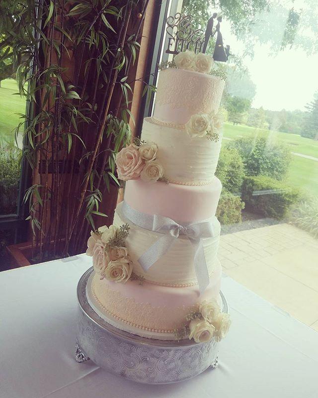 Congratulations Arielle & Jamie ❤ #edibleart #thecakeplaceavon #weddingcakes