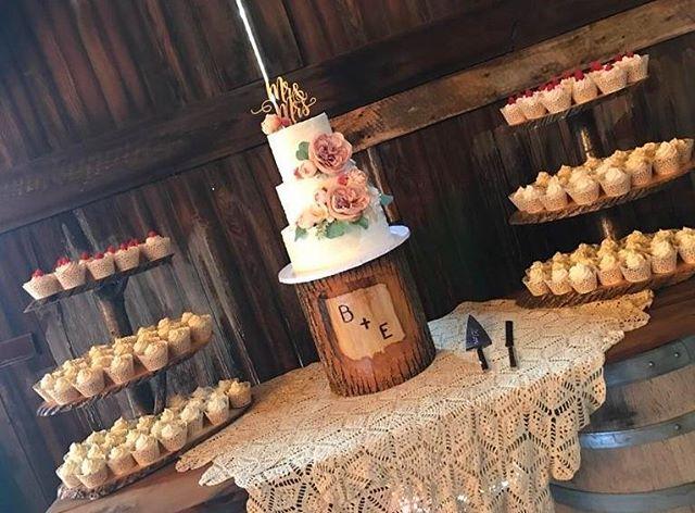 Congratulations Ben & Erin ❤ #edibleart #thecakeplaceavon  #weddingcakes