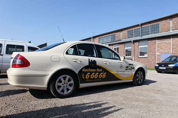 Taxi-Beklebung.jpg
