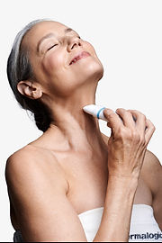 Beth+Applying+Product+-+Neck+Fit+Contour
