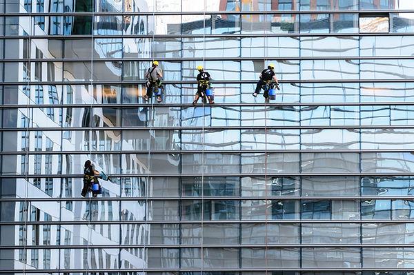 glass-facade-817732.jpg