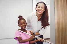 Mädchen mit Flötenlehrer