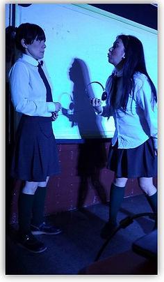 Obra teatral estilo intervención en aula que trata la prevención de la violencia escolar.