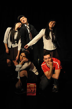 Obra teatral juvenil que trata la prevención del uso de drogas y alcohol.
