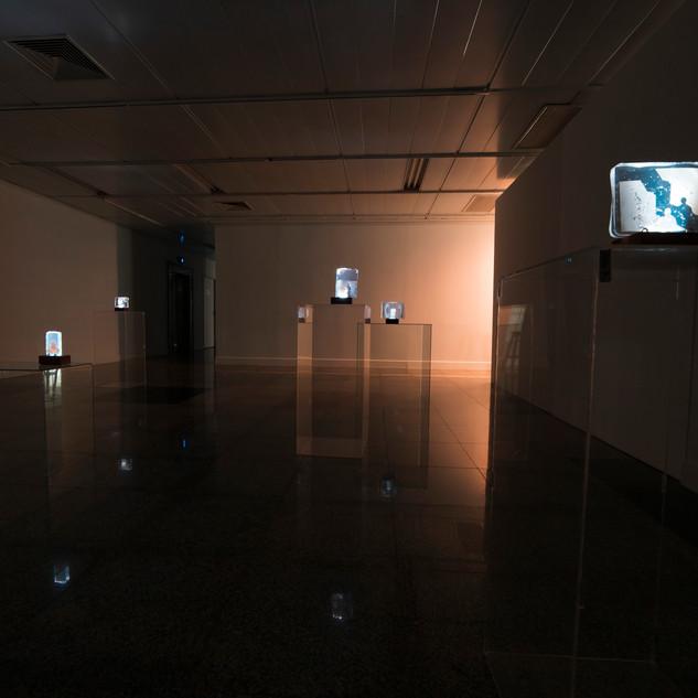 Exposição e n t r e, Teatro Calil Haddad, 2019.  fotografia de Henrique Rozada
