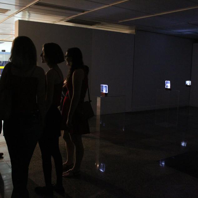 Exposição e n t r e, Teatro Calil Haddad, 2019.  fotografia de Gustavo Barrinuevo