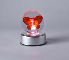 Sem título, vela e objeto em resina, dimensões variadas, 2020