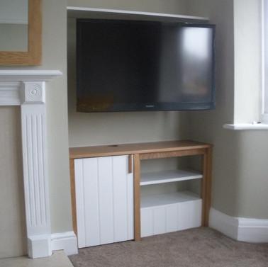 Bespoke Fitted TV unit in Oak