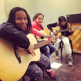 2015-02-12 WA Mid School begin guitar.jp