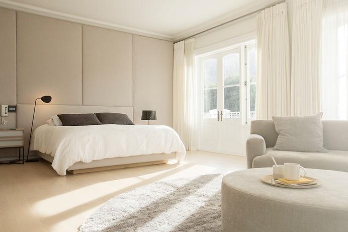Camera da letto soleggiata
