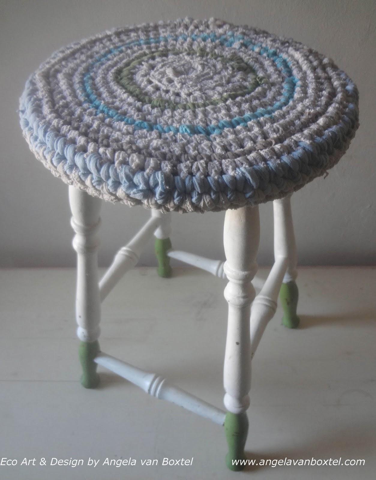 stool_crochet_cover