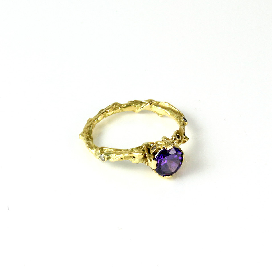 Engagement ring with Amethyst