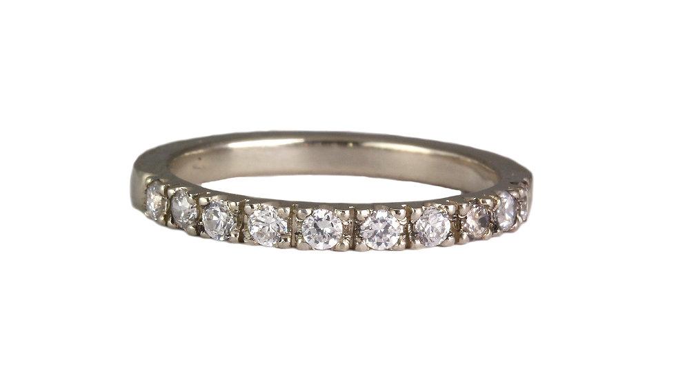 Minimalistic diamond ring