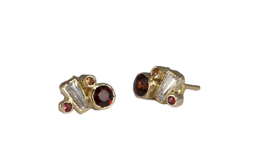 REINA gold earrings with Garnet
