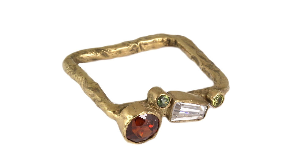 REINA gold plated ring with Garnet
