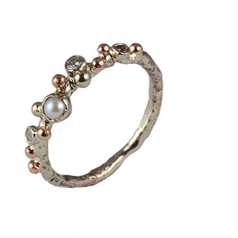 LINDA diamond engagement ring