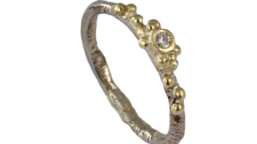 ARIA minimalistic gold ring with diamond