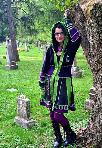 Horor Fantasy Artist Living Dead Girl Nicole in Graveyard