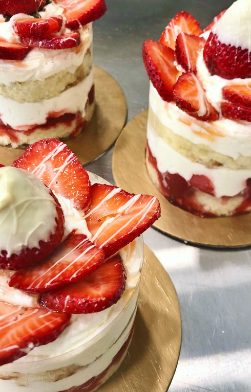 "4"" Cake Pint, Strawberry Cream, Naked with Artisan Flair"
