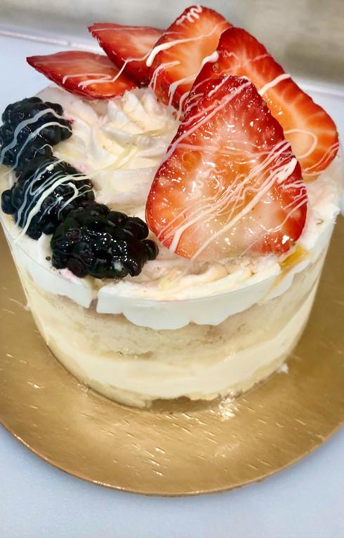 "4"" Cake Pint, Golden Cake, Naked with Artisan Flair"