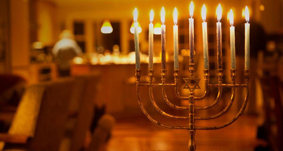 Hanukkah_EN-US1077668552.jpg