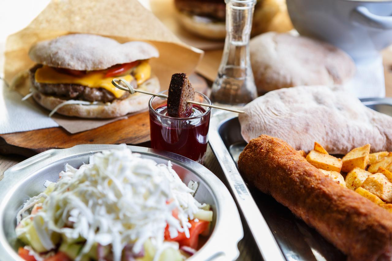 HKP_2841_col_Food_Serbs_1280