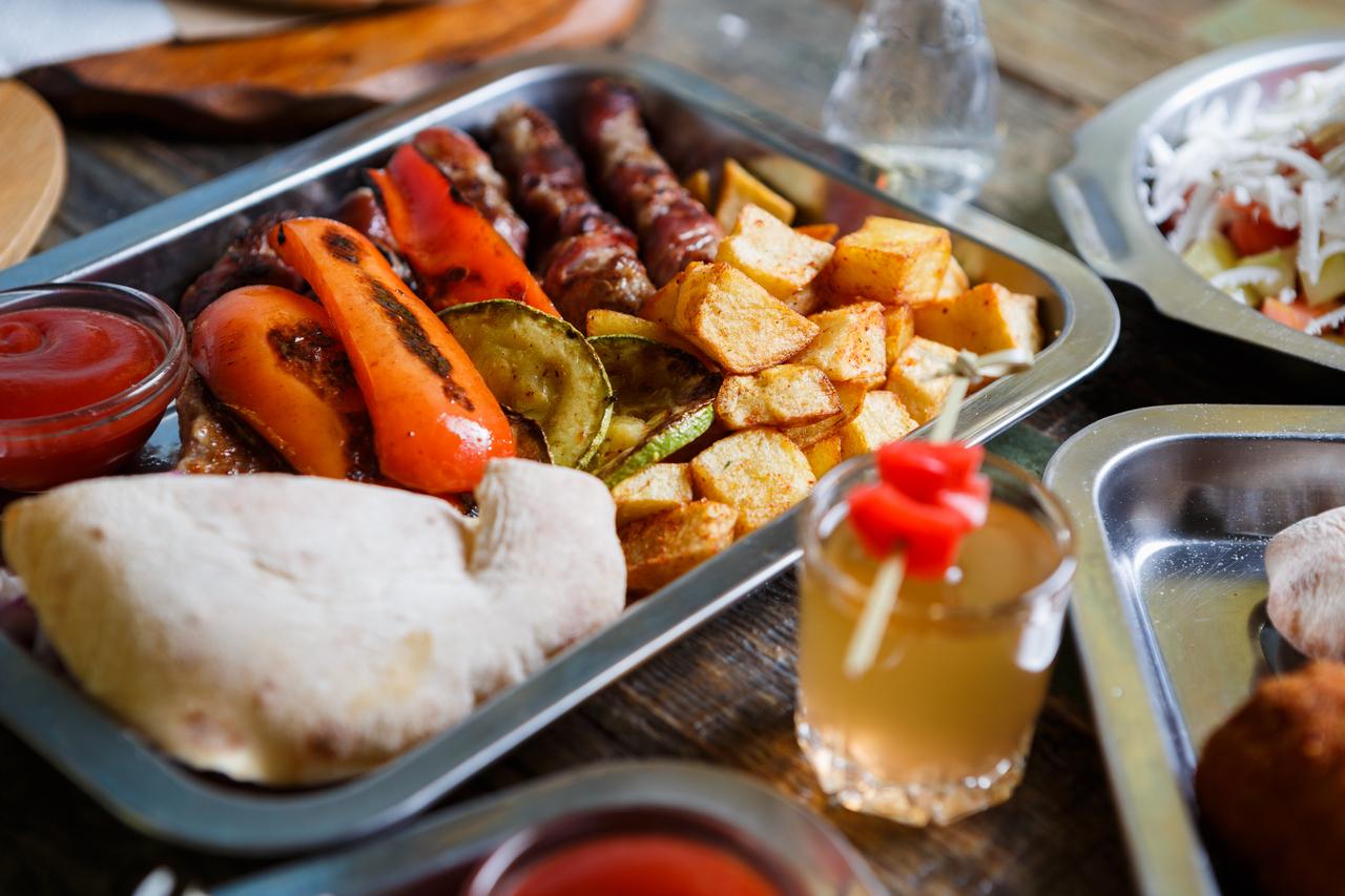 HKP_3002_col_Food_Serbs_1280