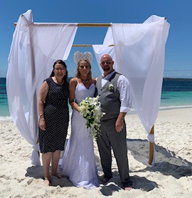 2018 Kelly & Mathew Hyams Beach.jpg