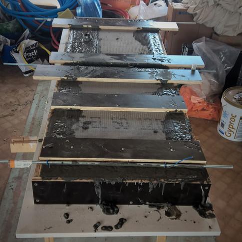 betonnen wastafel gestort in mal