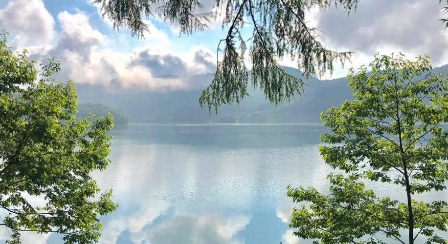 朝の青木湖