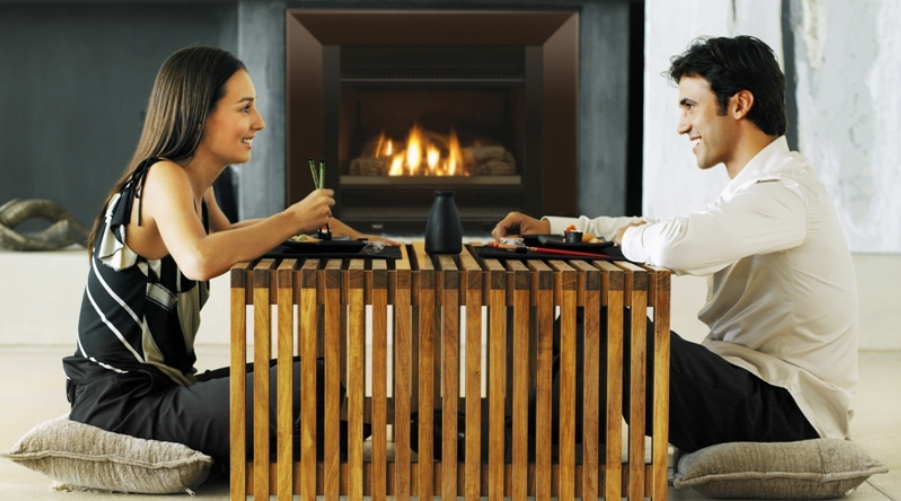 couple_at_table_with_logfire